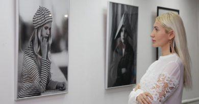 В городском выставочном зале Геленджика открылась выставка фоторабот «Черно-белое»
